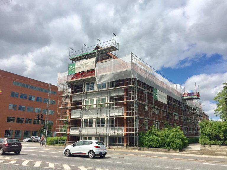 Installation of facade scaffolding